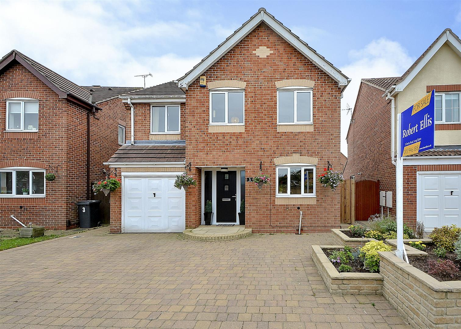 4 Bedrooms Detached House for sale in Ferndene Drive, Long Eaton